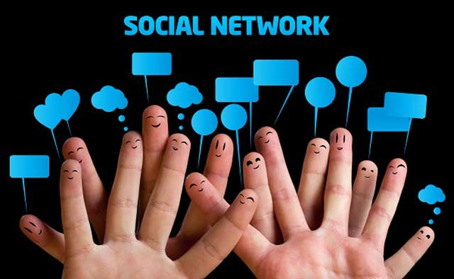 social-media-connected-people-tech-review-guide